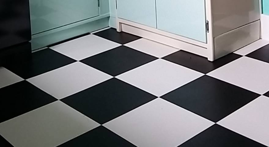 Yateley Kitchen Fitters - Black & White Checkerboard Floor